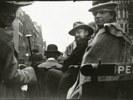 George Breitner en Marius Bauer in een rijtuig in Londen | Breitner, George Hendrik (pubblico dominio)