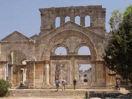 Aleppo, la Basilica di San Simeone Stilita nel 2005 (foto di Charles Roffey (flic.kr/p/3yuyV - CC BY-NC-SA 2.0)