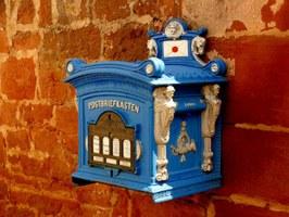 mailbox - foto di StefanHoffmann (pixabay.com/photo-341744 - CC0 1.0)