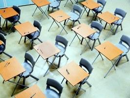 scuola - foto di La Veu del País Valencià (CC BY-NC-SA 2.0 - flic.kr/p/RGwV7k)