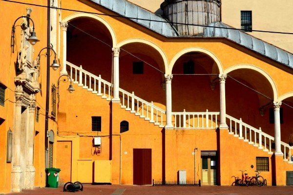 Ferrara - Photo by Amarens Elise on Unsplash