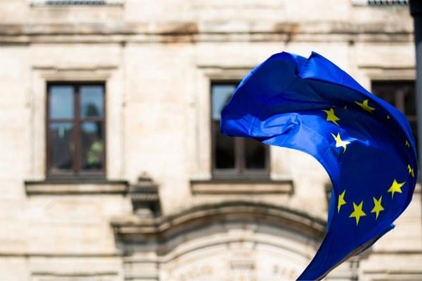 bandiera europea - Photo by Markus Spiske on Unsplash