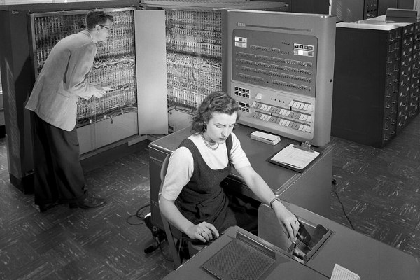 IBM 704 - foto dal sito Archival History of Computing at MIT