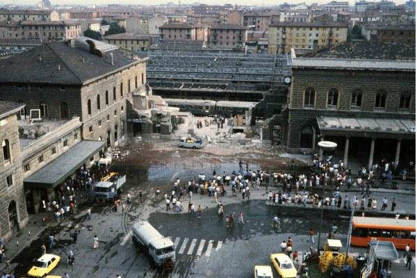 2 Agosto 1980, la strage alla stazione di Bologna (Wikimedia commons, pubblico dominio)